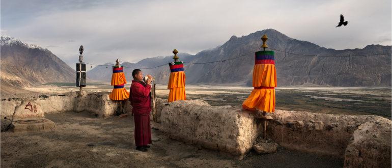 служитель монастыря В тибете