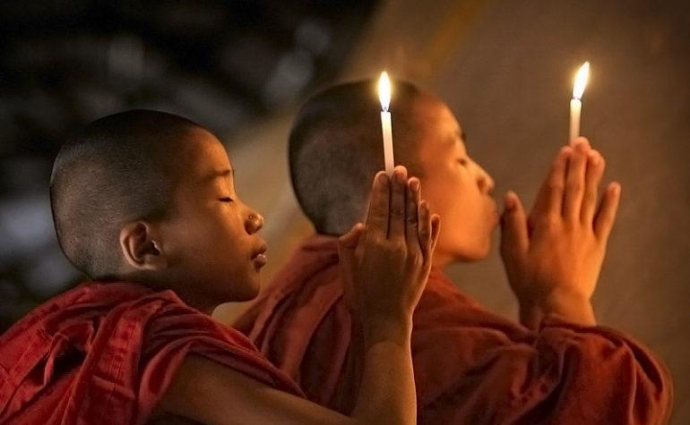 Послушники в молитве